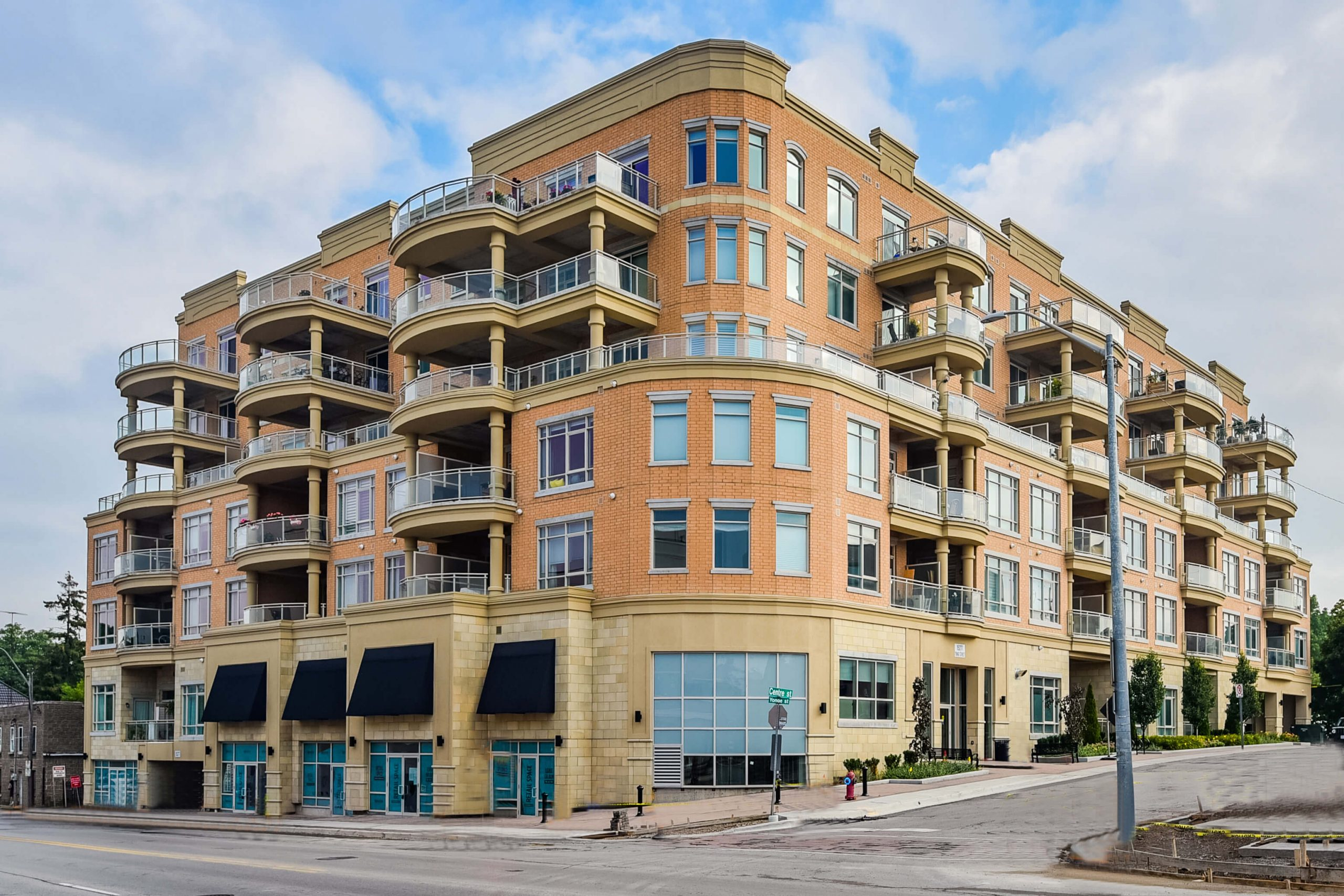 15277 Yonge St #415, Aurora, ON